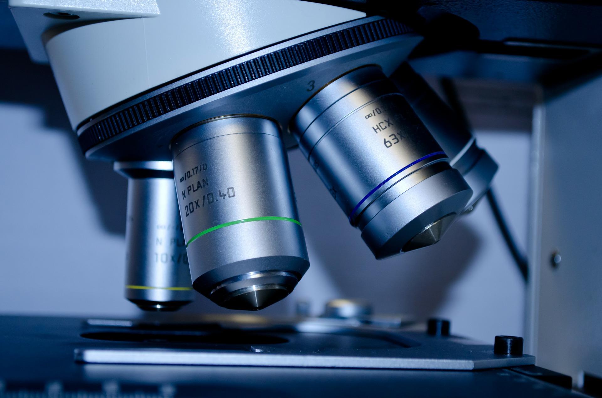 Microscopio. Elementos de laboratorio. Agromay
